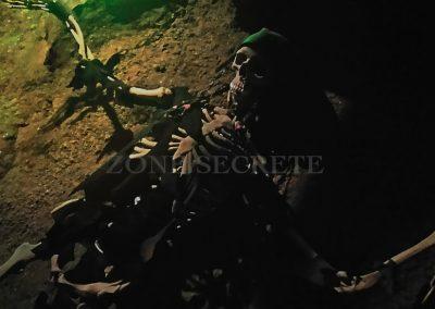 Squelette ultra réaliste pour une décoration d'escape game. parfaite.